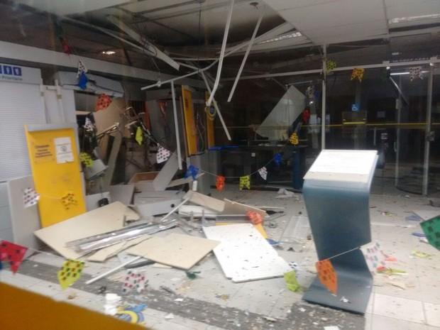 Resultado de imagem para bancos explodidos em pernambuco