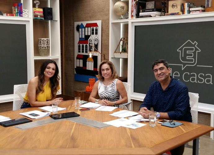 Apresentadores do 'É de casa' comentam notícias da semana (Foto: Ivo Madoglio/ TV Globo)