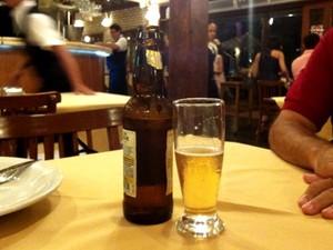 Lei obriga exibição de fotos de acidentes em rótulos de bebidas alcoólicas, em Goiânia, Goiás (Foto: Luísa Gomes/G1)