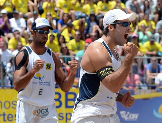 Pedro Solberg e Bruno Schmidt vôlei de praia Curitiba (Foto: Divulgação/CBV)
