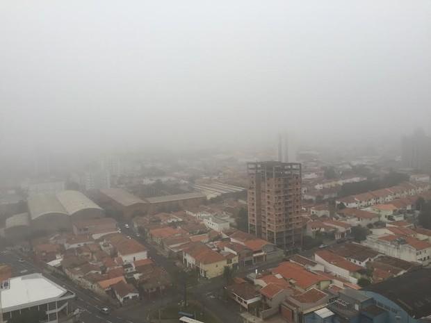 Piracicaba registrou neblina e temperaturas baixas nesta segunda-feira (Foto: Marcello Carvalho/G1)
