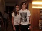 Débora Nascimento e José Loreto conferem estreia de espetáculo