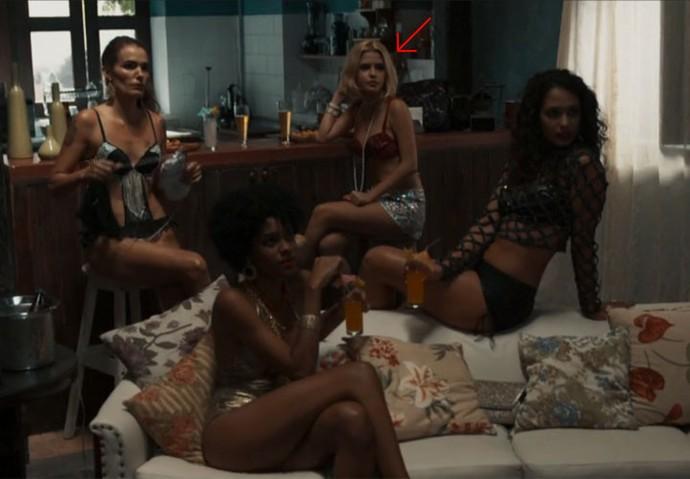 Mayara e as meninas que trabalham na sauna de Celso e Maurício (Foto: TV Globo)