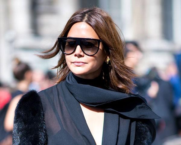 Um bom óculos de sol e uma bolsa de qualidade são indispensáveis (Foto: Imaxtree)