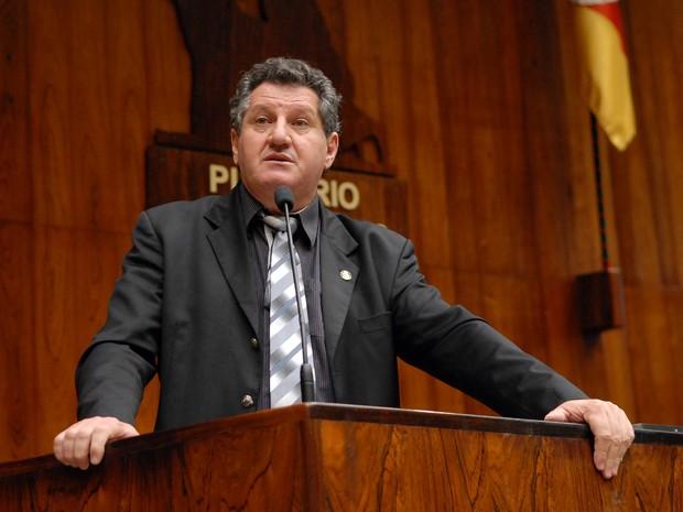 Álvaro Boessio deu declaração a rádio de Farroupilha, na Serra do RS (Foto: Mariana Carlesso, divulgação/Agência ALRS)