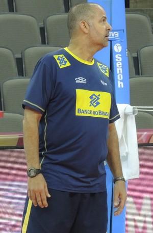 Paulo Coco orienta a seleção em Omaha (Foto: David Abramvezt)