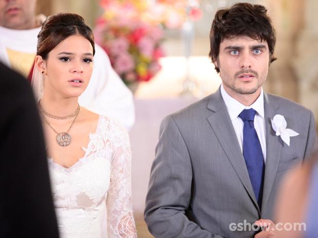 Helena e Laerte são pegos de surpresa por Maria (Foto: Pedro Curi/TV Globo)