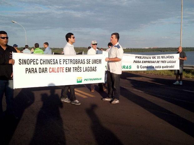 Protesto na rodovia em Três Lagoas (Foto: Fabiano Fresneda/ TV Morena)