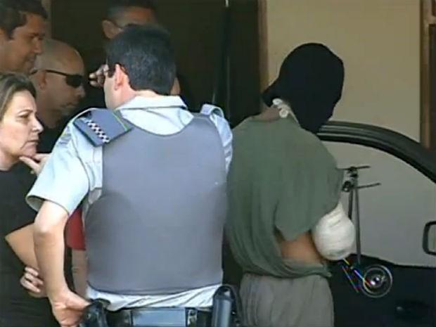 Menor detido participou de reconstituição de crime que matou guarda municipal de Mairinque (Foto: Reprodução/TV TEM)