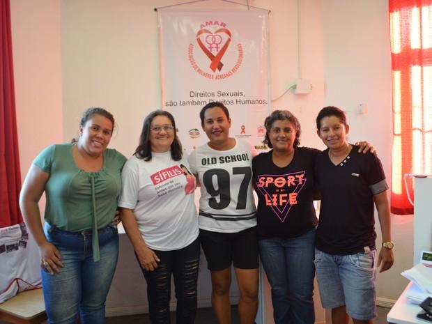 Jéssica faz parte de associação que atua ajudando profissionais do sexo, lésbicas e mulheres em situação de vulnerabilidade (Foto: Quésia Melo/G1)