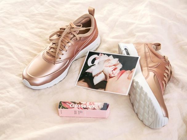 Tênis ouro rosé da Nike para a coleção em parceria com Bandier (Foto   Divulgação e1d52b845a0a3