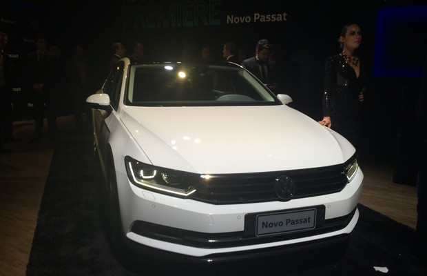 Dianteira do Volkswagen Passat, apresentado no Brasil (Foto: MIchelle Ferreira / Autoesporte)