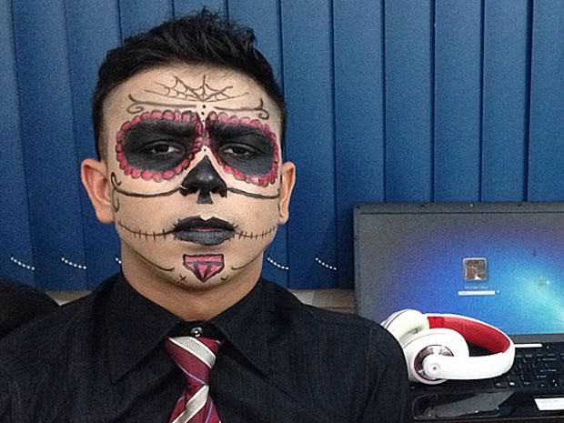 O estudante e DJ Michael Levy, que pretende fazer o Enem neste sábado com fantasia de caveira mexicana que usará em festa  (Foto: Michael Levy/Arquivo Pessoal)