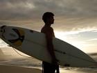 Victor Sparapane, o Fera de 'Malhação', posa para o EGO e arrasa no surfe