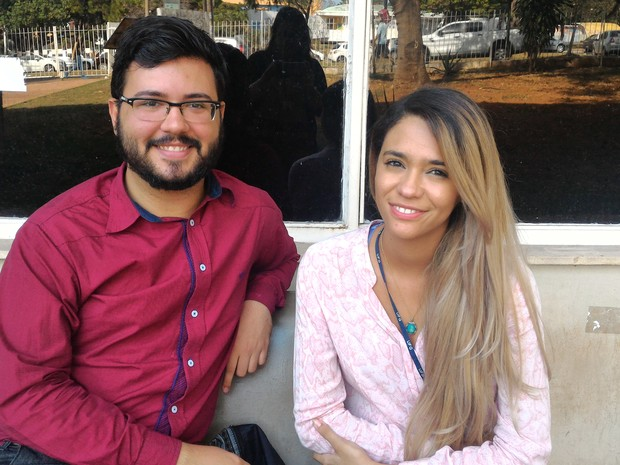 Victor Augusto e Daniela Bailona dizem que podem surgir situações constrangedoras sem identificação nos banheiros Goiânia Goiás, UFG (Foto: Vanessa Martins/G1)
