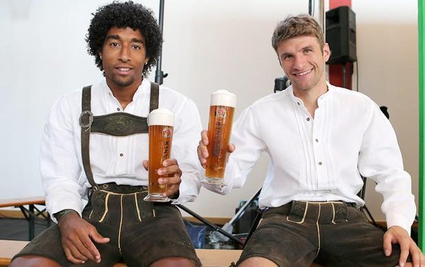 Dante, Cerveja, Bayern de Munique (Foto: Diego Ribeiro / Site Oficial do Bayern de Munique)