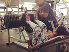 Após jogar tênis, Gracyanne Barbosa faz musculação