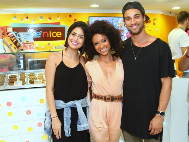 Cinara Leal com Pablo Morais e a namorada, Leticia Almeida, em evento na Zona Sul do Rio (Foto: Anderson Borde/ Ag. News)