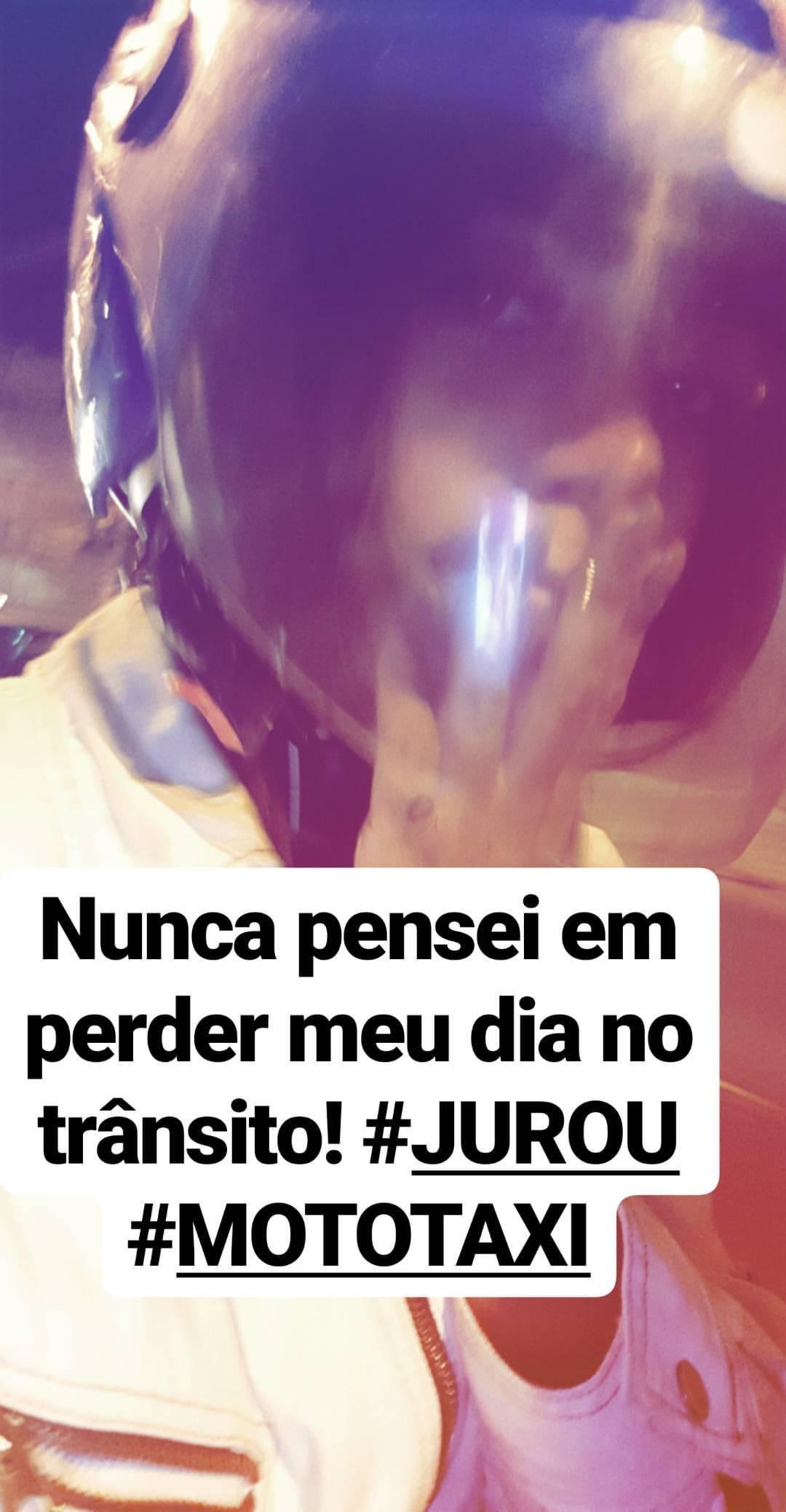 Anitta pega mototaxi para chegar a compromisso (Foto: Reprodução/Instagram Stories)