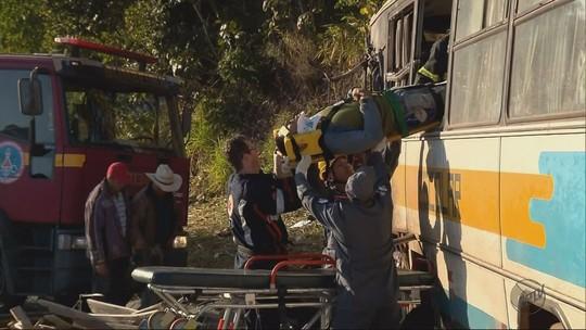 Morre trabalhador vítima de acidente entre ônibus e caminhão no Sul de MG