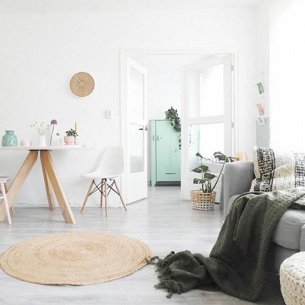 A dica da blogueira para combinar cores é apostar na base neutra e priorizar dois tons no décor (Foto: Reprodução/Instagram)