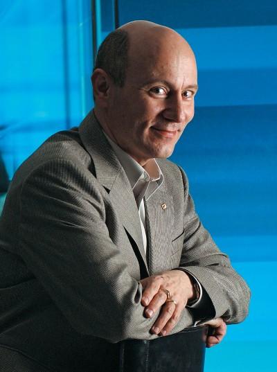 TALENTO PRECOCE Henrique Malvar na sede da Microsoft,  em Redmond. Ele completou o mestrado aos 23 anos e hoje  faz parte da elite técnica dos EUA (Foto: Roberto Setton/Valor/Folhapress)
