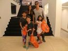 Márcio Garcia compra presentes para os filhos