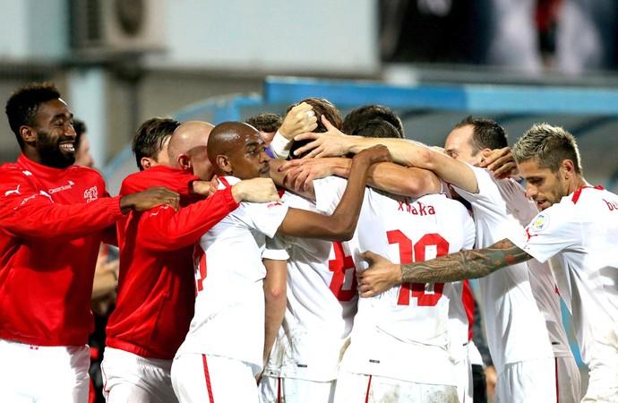 Comemoração da Suíça contra a Albânia (Foto: Agência EFE)