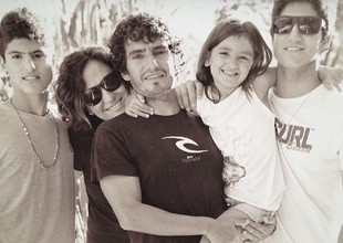 Gabriel, ao lado da família: com pais e irmãos (Foto: Reprodução Instagram)