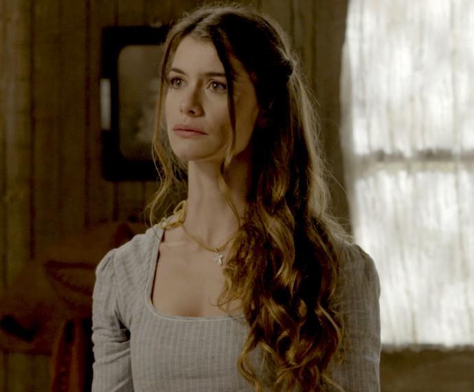 Lívia diz a Emília que não sairá do casarão (Foto: TV Globo)