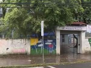 Adolescente foi atingido a caminho da escola (Foto: Reprodução/RBS TV)
