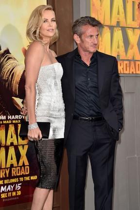 Charlize Theron e Sean Penn em première em Los Angeles, nos Estados Unidos (Foto: Kevin Winter/ Getty Images/ AFP)