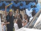 Rafael Vitti ganha 'festa surpresa' de fãs após fim de 'Malhação' no Rio