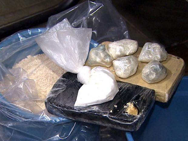 Polícia apreende 10 kg de pasta base de cocaína em casa de Ribeirão Preto, SP (Foto: Paulo Souza / EPTV)