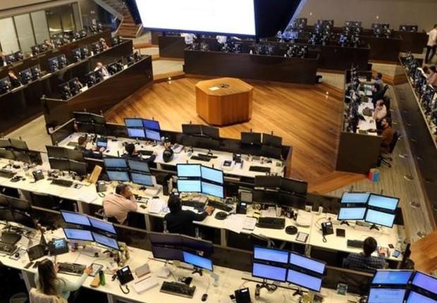 Operadores trabalhando na Bolsa de Valores de São Paulo (Bovespa) (Foto: Paulo Whitaker/Reuters)