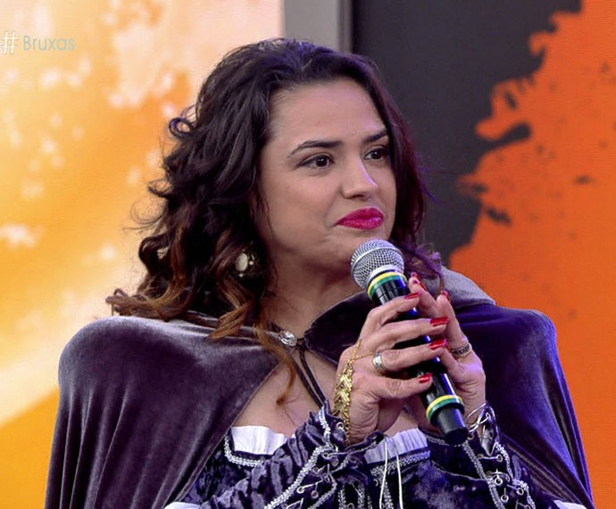 Bruxa participa do 'Encontro' e ensina poções mágicas  (Foto: TV Globo)