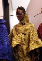 Modelos desfilam com tapa-olho futurista no SPFW Inverno 2016