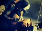 Mateus Verdelho faz nova tatuagem