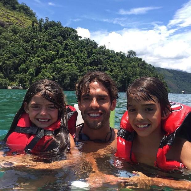 Kaká com os filhos (Foto: Reprodução/Instagram)