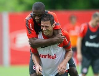 Juan e Índio Inter (Foto: Alexandre Lopes/Divulgação Inter)