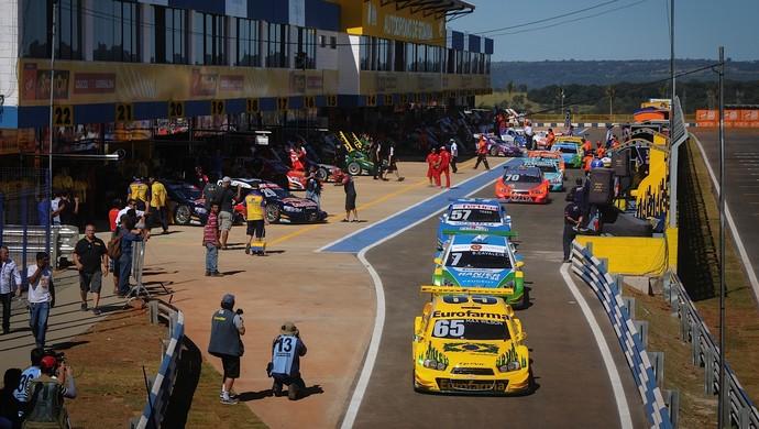 Pilotos da Stock elogiaram reforma do autódromo de Goiânia, e destacaram adrenalina da pista (Foto: Duda Bairros / Divulgação)