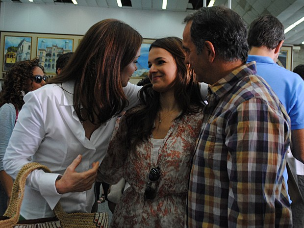 Trio grava cena dos seus personagens em aeroporto (Foto: Ellen Soares/TV Globo)