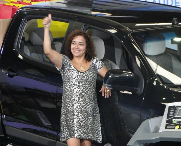 Aparecida ganhou uma casa mobiliada com um carro 0 Km na garagem (Foto: Domingão do Faustão/TVGlobo)