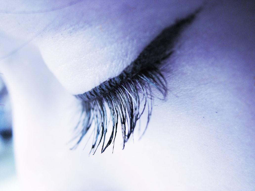 Você fecha os olhos quanto tenta lembrar de algo?