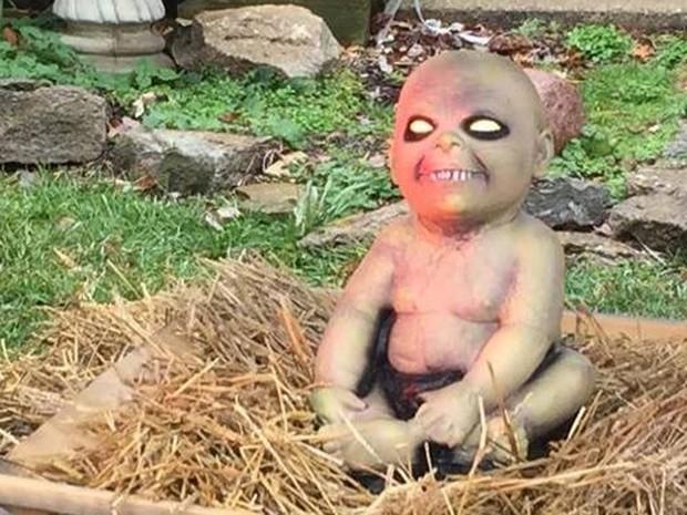 Jesus bebê ganhou versão zumbi (Foto: Reprodução/Facebook/The HOT FM)