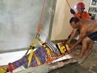 Mulher fica ferida após pular de prédio para fugir de assaltantes, no AM