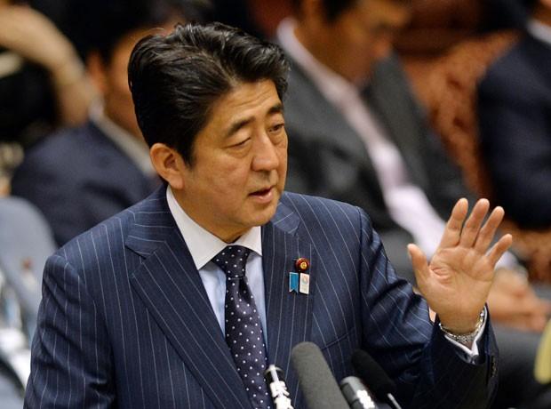 Pergunta foi feita devido à demora de Shinzo Abe de sua para (Foto: Yoshikazu Tsuno/AFP)
