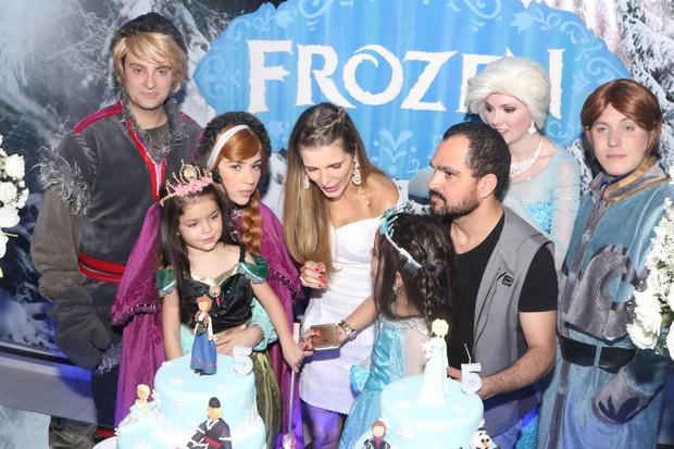 Luciano Camargo e as filhas (Foto:  Marcelo Brammer e Thiago Duran / AgNews)