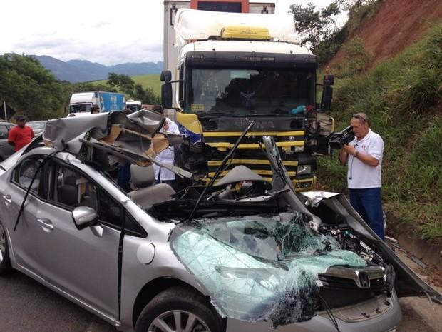 Acidente em Timbuí, Fundão, deixa dois mortos. (Foto: Álvaro Zanotti/TV Gazeta)