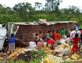 índios carreta BR-070 (Foto: Sidnei Ferreira/VC no G1)